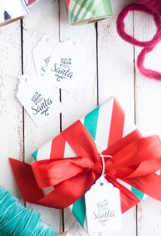 Precious little Santa tags from Confetti Sunshine that she made using Avery Tags (22848). So easy and so sweet!