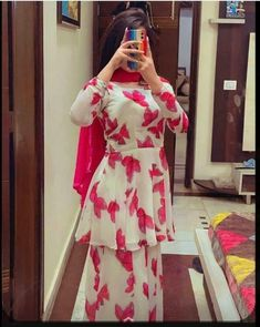 Fancy Dress Design, Stylish Dress Designs, New Punjabi Suit, Beautiful Girl Facebook, Trendy Suits, Simple Pakistani Dresses, Punjabi Girls, Indian Designer Suits, Stylish Dpz