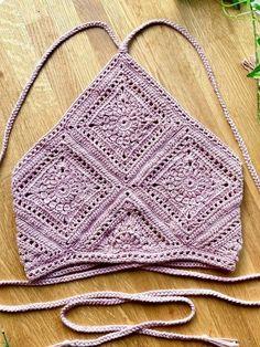 Crochet Bra, Crochet Motif, Crochet Designs, Crochet Crafts, Crochet Clothes, Crochet Projects, Free Crochet, Knitting Patterns, Crochet Patterns