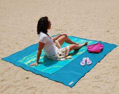 """Telo mare antisabbia """"Sandless Beach Mat"""" http://www.design-miss.com/telo-mare-antisabbia/ #Telo #mare #antisabbia – Il tormentone del momento, con l'arrivo della #stagione estiva, The Sandless Beach Mat diventa il nostro fidato compagno da #spiaggia"""