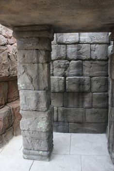 Gallery Construction projects of Houthoff Zoo Design all over the world. Different kind of art trees, shotcrete walls, bricks and shotcrete caves. Stone Masonry, Concrete Stone, Concrete Art, Stained Concrete, Zoo Architecture, Faux Stone Walls, Stone Wall Design, Plaster Crafts, Fake Trees