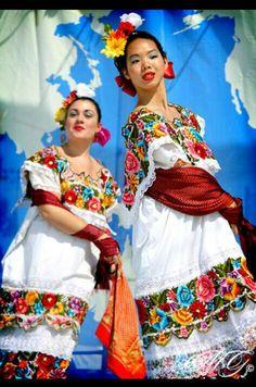 Vestidos tipicos de Yucatan.