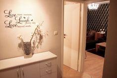 Inspirierendes Zitat in Form eines Wandtatoos als Wohnzimmer-Dekoration. #München #livingroom #Wohnzimmer
