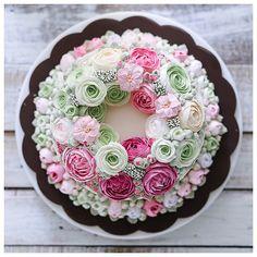 Beautiful full of butter flower cake - courtesy of @Ivenoven (instagram)