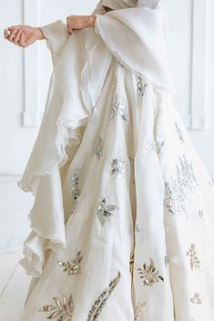 Indian Dress Up, Party Wear Indian Dresses, Indian Gowns Dresses, Indian Bridal Outfits, Indian Bridal Wear, Indian Fashion Dresses, Indian Designer Outfits, Indian Attire, Designer Dresses