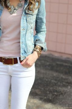 Friend Mode: White jeans, brown belt, pastel top, statement necklace--perfect transition into Spring outfit! How To Wear White Jeans, White Jeans Outfit, White Pants, White Denim, White Skinnies, Pants Outfit, Brown Belt Outfit, Blue Denim, Dress Pants