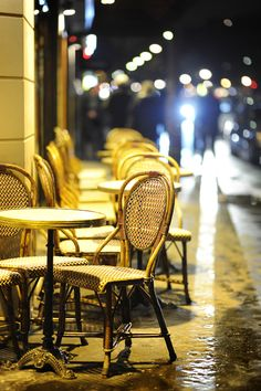 a cafe in Paris...I love how it's focused just in front