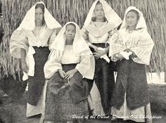 Filipino women of the lower class ready to go to church, Philippines 1905 or before Filipino Fashion, Noli Me Tangere, Filipino Culture, Philippines Culture, Filipina Beauty, Mindanao, Asian History, Historical Pictures, Pictures To Paint