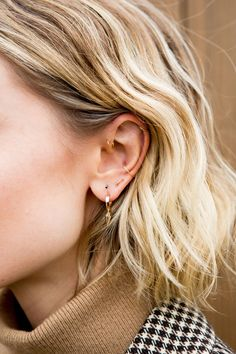 The Edit with Hannah Baxter of Coveteur – Planoly Related Ear piercing ideas for Women. Cute and Beautiful Ear piercing Ideas. Out That There Are 7 Types of Ear Piercings That Celebrities. Innenohr Piercing, Ear Piercings Conch, Ear Peircings, Cute Ear Piercings, Multiple Ear Piercings, Celebrity Ear Piercings, Orbital Piercing, Forward Helix Piercing, Triple Lobe Piercing