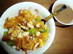 Die Saisongärtnerin legte diese Woche mit Reismilchkaffee und einem Obstsalat mit Nüssen und Zimt los.