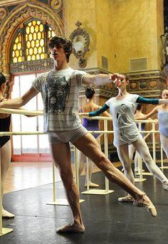 Francesco Gabriele Frola, National Ballet of Canada Male Ballet Dancers, Ballet Boys, Ballet Class, Nureyev, Hommes Sexy, Dance Photography, Just Dance, Male Body, Cute Guys