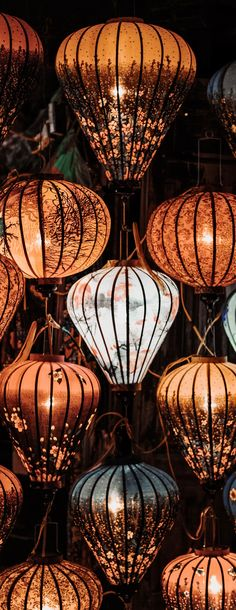 Leuchter – Just another WordPress site Nantucket, Ideas Prácticas, Paper Lanterns, Hot Air Balloon, Belle Photo, Chinoiserie, Chandeliers, Gypsy, Balloons