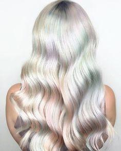 Positively perfect wavy platinum hair via @olaplex #PlatinumHair #HairInspiration #Hairstyle