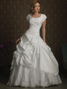 Romantic Scoop Ball Gown Modest Wedding Dress With Sleeves