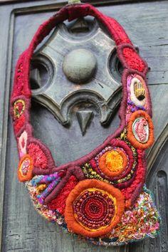 Parure de feu et de glace Fée Moi un cygne -  D'autres colliers textiles dans sa boutique. de pures merveilles