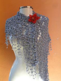 xale mini pompons e flor de fuxico https://www.facebook.com/artesdairis