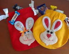 Páscoa - saquinhos redondo e retangular Baby Crafts, Felt Crafts, Easter Crafts, Crafts To Make, Happy Easter, Easter Bunny, Patch Quilt, Felt Dolls, Felt Art