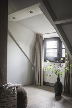 Living along the river. Bedroom design and realization by the architects and stylists of Kabaz. Check out the entire project at our website. Cosy Bedroom, Small Room Bedroom, Master Bedroom Design, Bedroom Inspo, Bedroom Wall, Bedroom Decor, Couple Bedroom, Luxurious Bedrooms, New Homes