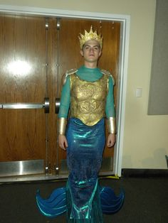 King Triton costume idea -- Good armor top - like this one, but over a flesh color shirt? Little Mermaid Play, Little Mermaid Costumes, Disney Little Mermaids, Theatre Costumes, Diy Costumes, Costume Ideas, King Triton Costume, Merman Costume, Sea Costume