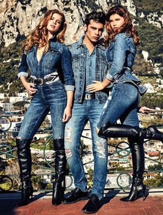 High-end fashion label Guess heads to the picturesque location of Capri, Italy, for its Fall/Winter 2019 Denim Campaign. Fashion Moda, Denim Fashion, Fashion Boots, Paris Fashion, Womens Fashion, Fashion Black, Girl Fashion, Modelos Guess, Guess Campaigns