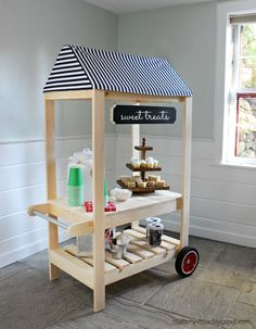 A DIY tutorial to build a kids size street vendor cart perfect for pretend play. Free plans include service area with storage shelf, awning and push handle. Diy Toys, Toy Diy, Kids Furniture, Furniture Design, Playroom Furniture, Furniture Projects, Furniture Plans, Kids Lemonade Stands, Kids Market