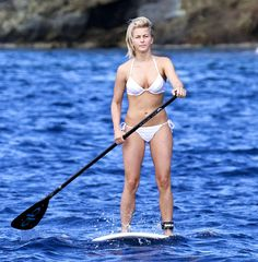 Hollywoods Hottest Celebrity Bikini Bodies!: Julianne Hough