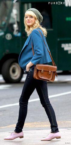 Emma Stone, un style casual chic en ville, et glamour au cinéma.