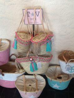 Capazos,cestos,bolso de playa exclusivos!   www.twentyviolets.com Ibiza, Beach Basket, Market Baskets, Boho Bags, Craft Bags, Jute Bags, Basket Bag, Summer Bags, Purses And Bags