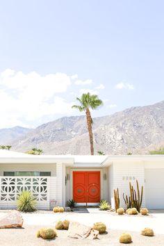 Mid century modern front door palm springs new Ideas Palm Springs Häuser, Palm Springs Style, Mid Century Modern Door, Mid Century House, Palm Springs Mid Century Modern, Station Essence, Front Door Colors, Front Doors, Modern Front Door