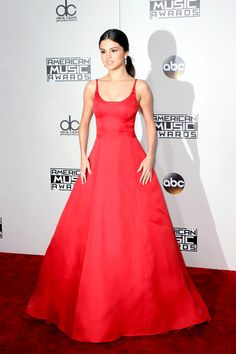 selena-gomez-2016-america-music-awards-red-carpet-fashion-prada-tom-lorenzo-site-6