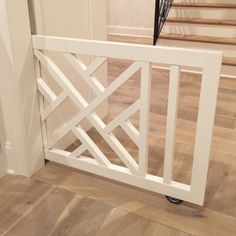 Pretty is nice, but first, it has to work. Here is a better angle to show how the custom pocket doggy/baby gate functions. || design: @mrsparanjape