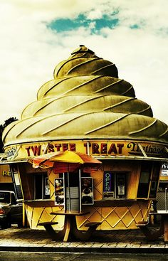 There was one of these in Sebring...Loved the ice cream, loved the shape of the building....miss that place!