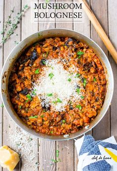 Mushroom Bolognese Recipe is How about starting Monday with a rustic and comforting yet vegetarian pasta dinner with meatless Mushroom Bolognese?!