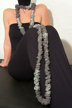 """Altea Necklace - Aluminium tabs - EcoFashion - Upcycling is chic not cheap Dalaleo""""DALALEO by Michela Bruni è una capsule collection di collane e bracciali, risultato dell'estro creativo in una notte di luna piena di due amiche con la stessa passione: il riciclo. Da una parte le linguette di alluminio, materiale con cui DALALEOproduce le sue creazioni MADE in BRASIL, dall'altra i tessuti destinati al macero che vengono recuperati e riutilizzati trovando una nuova vita grazie ..."""""""