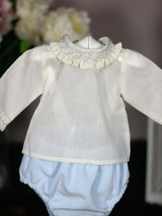 Camisa Beige, Smocking Plates, Baby Girl Pants, Baby Boutique, Baby Sewing, Girl Outfits, Ruffle Blouse, Rompers, Shorts