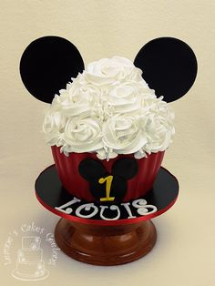 Mickey Mouse Giant Cupcake by Leanne's Cakes Geelong: This cake was being used in a smash cake photoshoot today. Giant Cupcakes, Cake Smash, Cake Decorating, Special Occasion, Mickey Mouse, Wedding Cakes, Birthday Cake, Photoshoot, Desserts