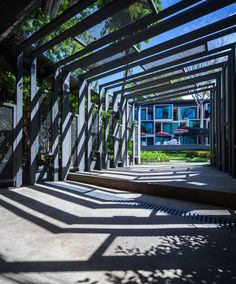 IDIN architects sets lima duva as shifting cubes in thailand