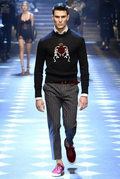 See all the Collection photos from Dolce & Gabbana Autumn/Winter 2017 Menswear now on British Vogue Dolce & Gabbana, Couture Fashion, Fashion Show, Men's Fashion, Style Costume Homme, Gentlemans Club, Vogue, Fall Shirts, Mens Fashion Suits