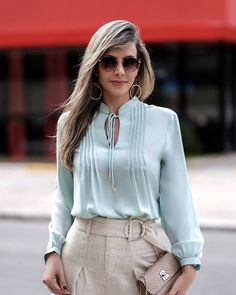 Blouse Styles, Blouse Designs, Crop Top And High Waisted Shorts, Fashion Wear, Fashion Outfits, Look Office, Formal Tops, Sleeves Designs For Dresses, Pastel Fashion