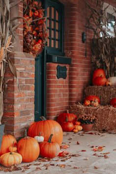Zoe's Autumn Porch Styling Halloween Porch, Fall Halloween, Halloween Decorations, Vintage Halloween, Autumn Decorations, Halloween Halloween, Rustic Halloween, Halloween Desserts, House Decorations