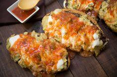 Los tecolotes son una mezcla entre molletes gratinados y  una torta de chilaquiles picosos. Son perfectos para el desayuno, rendidores y muy económicos. Pruébalos cuando estés desvelado, son una maravilla.