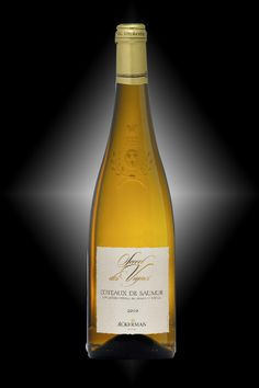 Coteaux de Saumur. Secrets des Vignes - Chenin blanc - – It is elaborated from old vines, with low yields, thereby producing rich and well-concentrated grapes. Handpicked harvest. Sweet and mellow on the palate.
