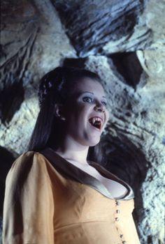 The Craziest Horror Video! All caught on Film Hammer Horror Films, Hammer Films, Female Vampire, Vampire Girls, Gothic Horror, Horror Art, Funny Horror, Vampire Pictures, Vampire Dracula