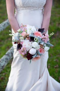 Bouquet avec callas, sans être troop moderne...