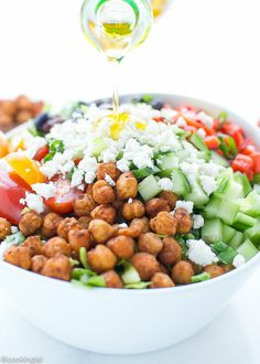 Tried and tested many times : absolutely yummy mediterranean-style-salad-spicy-roasted-chickpeas-reicpe Roasted Chickpea Salad, Chickpea Salad Recipes, Healthy Salad Recipes, Vegetarian Recipes, Drink Recipes, Mediterranean Recipes, Mediterranean Style, Mediterranean Chickpea Salad, Smoothie Proteine