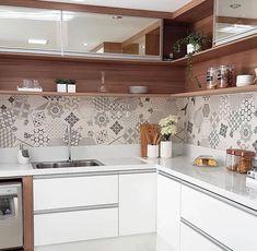 Minimalist Kitchen Decor: Stylish Ideas For Your Home Improvement Plan Kitchen Room Design, Kitchen Cabinet Design, Modern Kitchen Design, Home Decor Kitchen, Interior Design Kitchen, Kitchen Furniture, Home Kitchens, Small Kitchens, Kitchen Designs