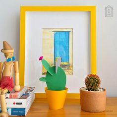Paper Cactus Na Casa da Joana - 5 modelos coloridos e divertidos de cactos de papel. :) Uma ótima opção para a decoração :: www.nacasadajoana.com.br Paper Cactus, Planter Pots, Frame, Home Decor, Ladybug House, Cactus Plants, Paper, Templates, Picture Frame