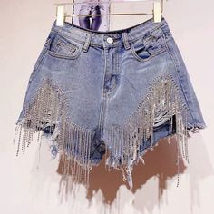 Shorts denim frange in strass - Abbigliamento donna Stage Outfits, Short Outfits, Summer Outfits, Casual Outfits, Diy Outfits, Denim Fashion, Fashion Outfits, Womens Fashion, Short Denim