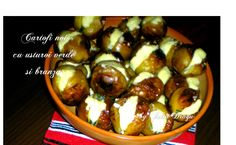 Cartofi noi la cuptor cu usturoi verde si branza - Reteta culinara ilustrata pas cu pas