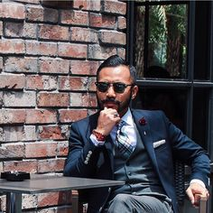 A true City Dweller must be motivated, classy and always in control of one self. Great look from our dapper friend @wakdoyok #AMCityDweller Follow us: Facebook: AntoniManuelOfficial Twitter: AntoniManuel_ Tumblr: AntoniManuel #CityDweller #MensWear #ManBag #Dapper #MensFolder #MensStyle #Gentle I yeMenStyle #Style #Trendy #Trending #Hot #TheLook #SmartLook #Leather #MensStyle #LeatherBag #Accessories #OOTD #PicOfTheDay #LeatherGoods #Fashion #CityMen #CityStyle #SmartLook #MensFashion #MenI